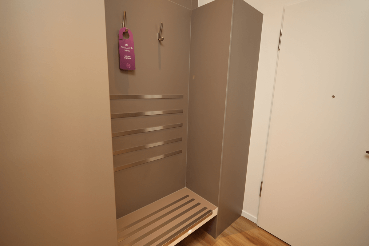 Garderoba z bagaznikiem, meble, wyposazenie