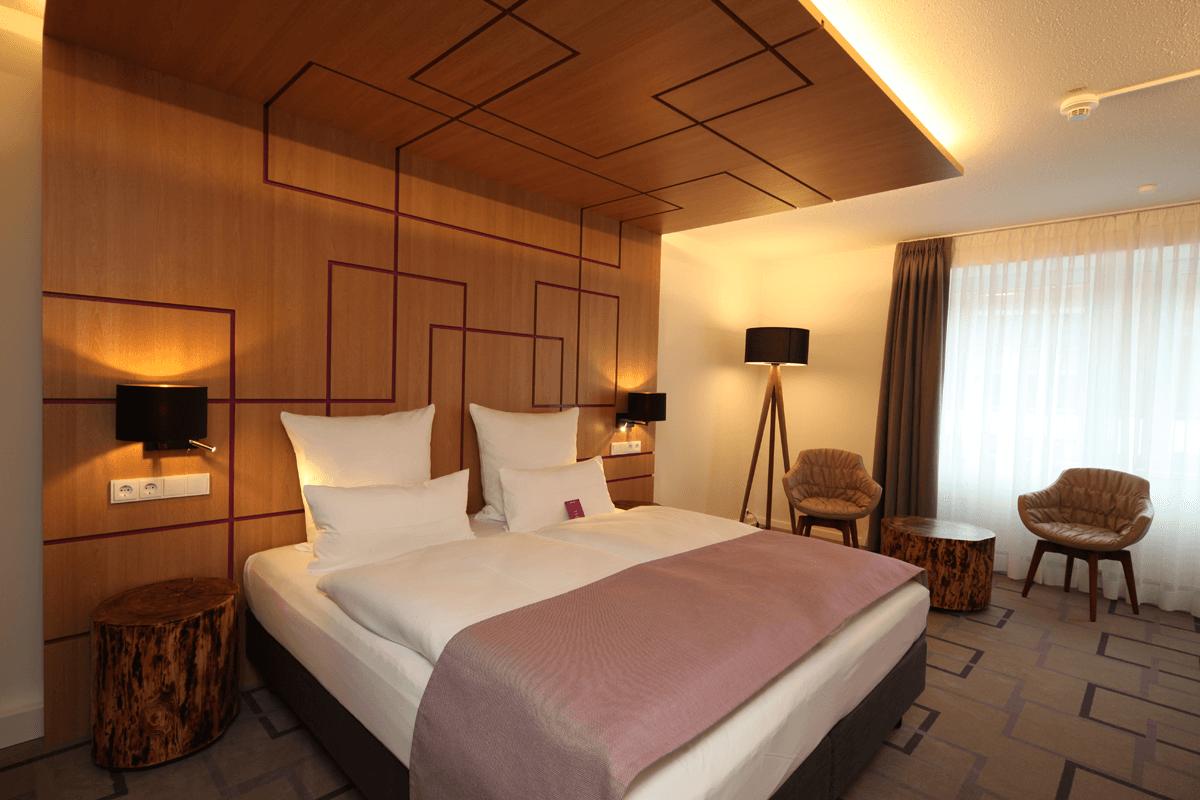 Lozko hotelowe, panel zaglowkowy, panel sufitowy
