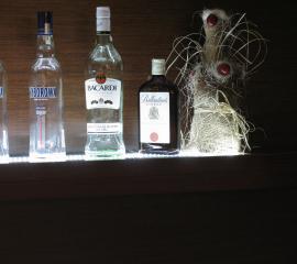 Bar, hotel, produkcja