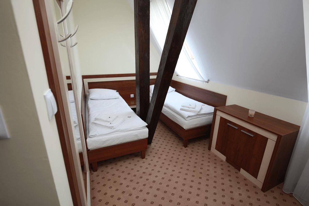 Lozko podwojne, lozko pojedyncze, komoda,meble hotelowe