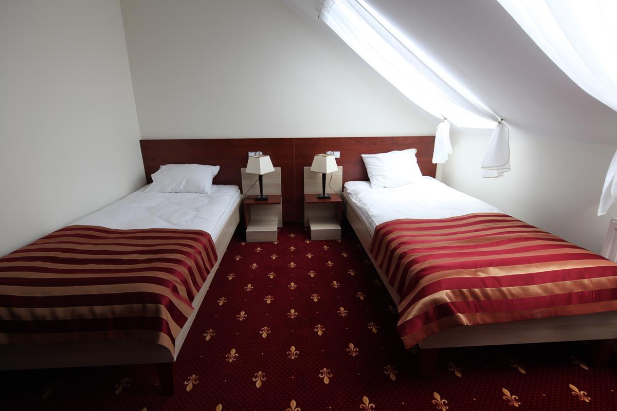 Lozka hotelowe, meble hotelowe