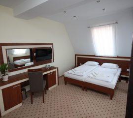 Lozko hotelowe, toaletka, hotel