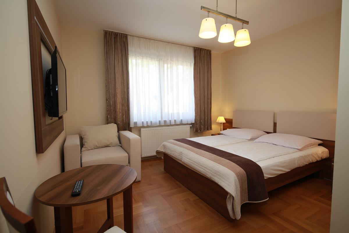Meble hotelowe, pokoj, Furnimeb, lozko