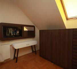 Panel z lustrem, toaletka, komoda system Milos