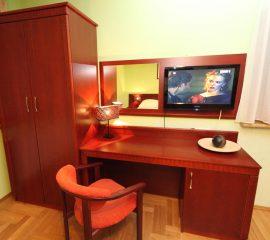 Toaletka, panel lustra, szafa